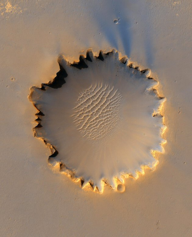 Name:  Victoria Crater Mars.jpg Views: 370 Size:  63.4 KB