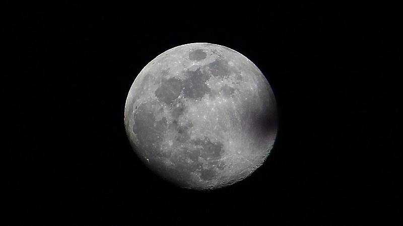 Name:  moon.jpg Views: 145 Size:  50.5 KB