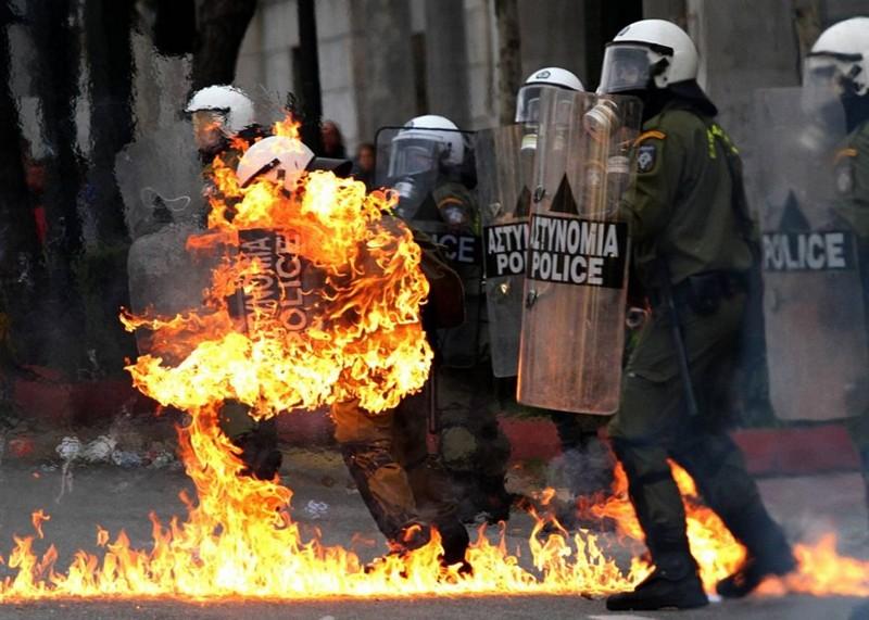 Name:  greekpoliceinriots.jpg Views: 559 Size:  123.4 KB