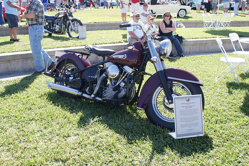 Name:  Harley_Davidson_FL_Hydra-Glide_1949_RSideFront_Lake_Mirror_Cassic_16Oct2010_(14877219855).jpg