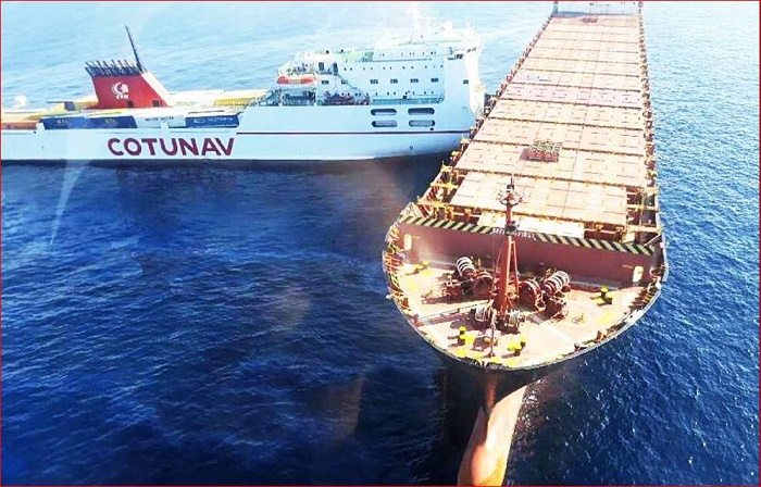 Name:  Ferry v Container Ship.JPG