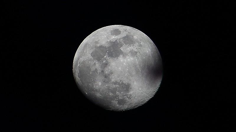 Name:  moon.jpg Views: 144 Size:  50.5 KB
