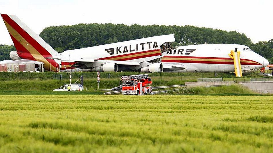Name:  kalittaairb747splitinhalf.jpg